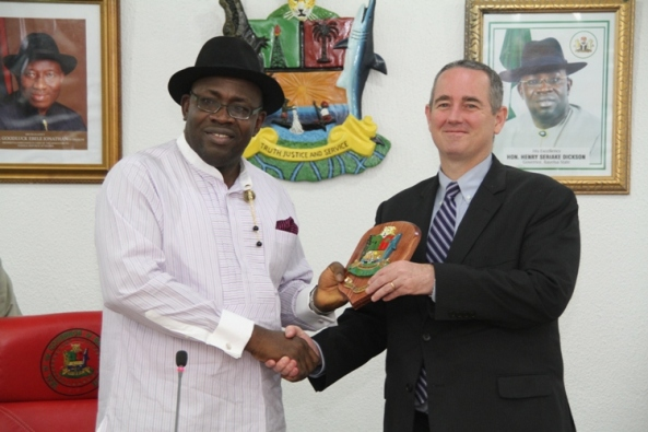 Bayelsa State Governor, Hon. Seriake Dickson (left) presenting a souvenir to the Consul-General of the United States Consulate in Lagos, Mr. Jeffrey Hawkins (right), during a courtesy call at Government House in Yenagoa. Photo by Lucky Francis